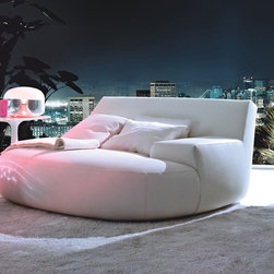 Poliform Big Bug Armchair - Big Bug, the extra large version of Poliform Bug armchair, designed by Paola Navone. The seat and the arm characterize this vague shaped but also highly defined piece. Cushy and comfortable Big Bug fits into a wide range of home environments
