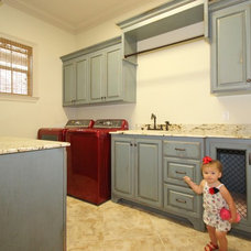 Traditional  by Van Alan Homes