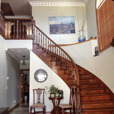 Grand entrance w/ beautiful stairs
