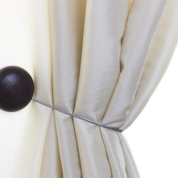 MagnaClips - Curtain Clips, Tiebacks, or holdbacks | Set of 2, Chocolate - Give your living area a sense of style that will be hard not to notice. This sophisticated curtain tieback will subtly enhance your decor without being audacious. You will be able to install your curtain holdbacks with ease since there is no parts to assemble and no tools are required for the installation. All tiebacks are sold in pairs.