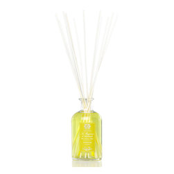 Grapefruit Diffuser 500 ml. - Furnishing its prized notes of attentive, juicy brightness to the lover of citrus scents, the Grapefruit Diffuser is filled with a sun-kissed yellow fragrance oil that matches the brilliance of this pure and traditional aroma. Happiness expressed in fruit, grapefruit scent is graciously translated into the oil that fills the clear glass bottle of this home fragrance diffuser; the reeds, made from high-quality birch, keep your scent summery and fresh.