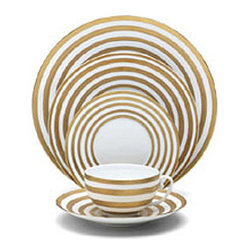 Hemisphere Gold Stripe 5-Piece Place Setting - Stripes are always a great look for a stylish tabletop.