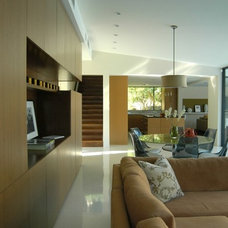 Modern Family Room by HOUSEplay inc