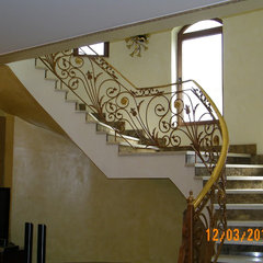 mediterranean staircase by KS.interiors