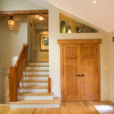 Contemporary Entry by Crawford Builders