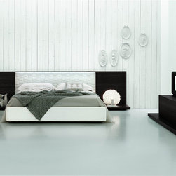 Made in Italy Quality Luxury Elite Furniture Set - Elegant Italian bedroom set with wide headboard. This is a modern Italian bedroom set that is made of excellent quality materials to give you a luxurious rest and sleep.