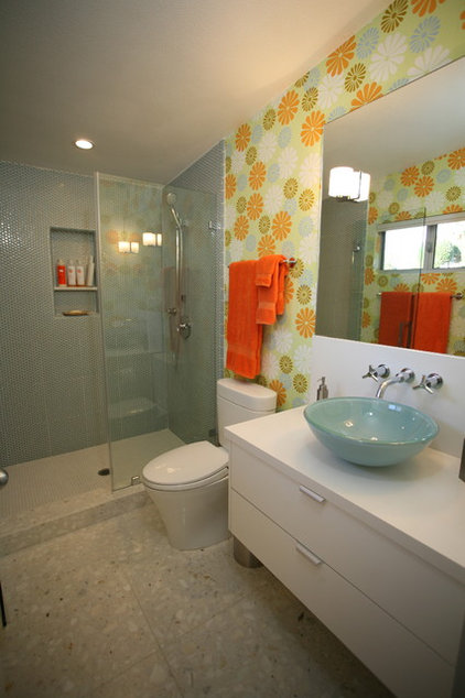 Modern Bathroom by Natalie DiSalvo