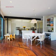 Modern Kitchen by Shubin + Donaldson Architects, Inc.
