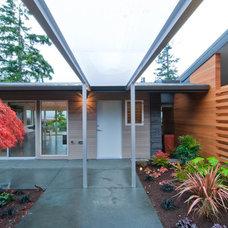 Modern Exterior by BUILD LLC