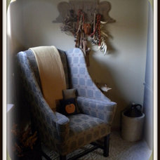 Traditional Living Room fall time displays