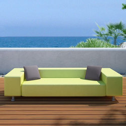 Fashion Outdoor Sofa - The Fashion sofa features extra wide arms and two sizes of ottoman or occasional table.