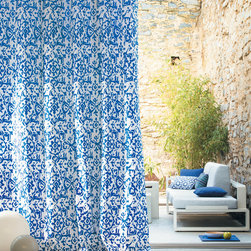 Dècor Team - When you're planning your backyard living space, don't forget that outdoor drapery on your patio can go a long way.