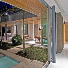 Modern  by Balfoort Architecture, Inc.