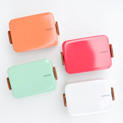 Lacquer Bento Box - I've been looking for the perfect lunchbox, and I think my search just ended.
