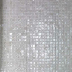 Casa Mood - Vetro Glass Neutra Cemento, Bianco Lux - The sparkling plays of light and the precious materials of the Casamood Vetro collection give surfaces a sophisticated transparency, combining the latest trends in interior design with traditional mosaic work.