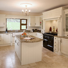 Traditional Kitchen Cabinetry by Glenvale Kitchens