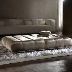 AINSLEY OTTOMAN. - Made in Spain.