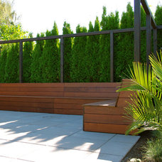 Contemporary Landscape by Aloe Designs