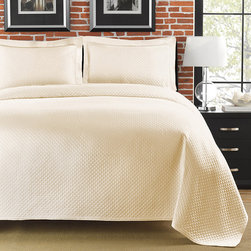None - Diamante Matelasse Ivory King-size Coverlet - Add a soft, elegant touch to your bedroom ensemble with this ivory king size coverlet featuring a gorgeous diamond pattern and sophisticated hem line. This lovely coverlet is the ideal accent for any style of modern or rustic decor.