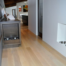 Contemporary Hall by Accent Custom Furniture Ltd.