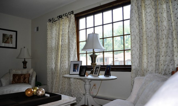 Traditional Living Room by Home Style Makeovers LLC