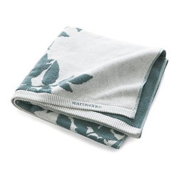 "Marimekko Ruusupuu Bath Towel - Part of Maija Isola's 1957 nature series, Ruusupuu (translated from the Finnish as ""rosewood"") is the designer's interpretation of wild angelica found in moist habitats and near lakes and streams. Soft blue vining foliage silhouettes on white in a thirsty cotton jacquard weave that reverses the pattern on the other side."