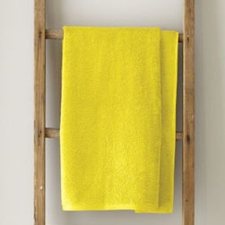 Garnet Hill - Garnet Hill Signature 600-Bath Towel - Citron - These thirsty bath towels are made of the finest long-staple Egyptian cotton. The extra-thick 600-gram cotton terry has long loops that are specially finished to provide maximum absorbency. Double-stitched hems for durability. Generously sized, these towels are made in Turkey exclusively for Garnet Hill. Bath mat is 800-gram terry. Monogramming is available.