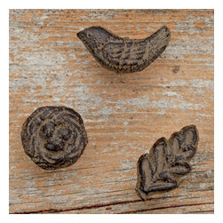 Gracious Goods GG - GG Collection Decorative Metal Pushpins - Perk up any bulletin board with these decorative pushpins by GG Collection. In step with spring, this set of 6 metal pushpins features bird, nest and leaf and will spruce up any cork bulletin board. Complement your GG Collection or present it as a gift on Mother's Day or Birthdays. * Set includes 2 birds, 2 Nest and 2 Leaves