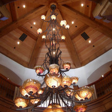 Traditional Lighting by Thomas Schwaiger Design, Inc.