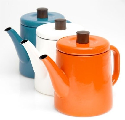 Modern Kettles by Poketo