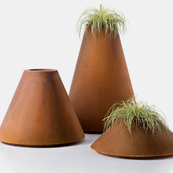 CONIQUE - Conique are outdoor and indoor pots with an elegant, and at the same time simple shape.