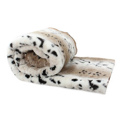 Love Thy Prey Faux Fur Throw - Snow Leopard - Carmel, pale cream and onyx spotting is a faraway trophy with a studied smoothness and an innate grandeur, the Snow Leopard throw from the Love Thy Prey collection has instant status and stately beauty that can be yours when you add the exquisite faux fur to your d�cor.  Consider it as an unmistakable and distinctive fur coverlet for a bed or as a sleek accent to a traditional living room; in either place, the faux fur throw is sure to impress.