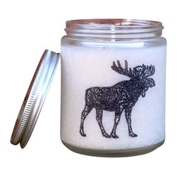 Glint Candles - Loose Cannon - Mulled Cider + Cinnamon Soy Candle 8Oz - Mulled apple cider, warm cinnamon, with a hint of cedarwood and earth create the perfect fall smelling candle. Subtle notes of orange and nutmeg round out the scent and take you back to days bundled up in toasty coats and mittens. 50 hour burn time