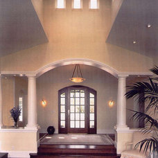 Traditional  by Mahoney Architects & Interiors