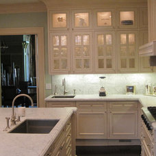 Traditional Kitchen by Cairn Construction Inc.
