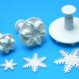 None - Plunger Cutter Set 3 Pieces-Snowflake - Plunger Cutter Set. These cutters are ideal for use with a wide range of edible and non-edible materials including: pastry; cookie dough; sugar paste; petal paste; marzipan or craft clays. Design: Snowflake.