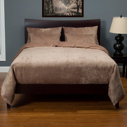 Siscovers - Draper Vintage Mocha Six Piece Queen Duvet Set - - Set Includes: Duvet - 94x98, Two Queen Shams - 30x20, Two Decorative Pillow - 26x14  - Duvet Material: 96% Polyester 4% Nylon  - Sham Material: 100% Polyester  - Workmanship and materials for the life of the product. SIScovers cannot be responsible for normal fabric wear, sun damage, or damage caused by misuse  - Reversible Duvet and Shams  - Care Instruction: Machine Wash  - Made in USA of Fabric made in China Siscovers - DRWH-XDUQN6