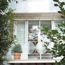 Eclectic Deck by Scott Weston Architecture Design PL