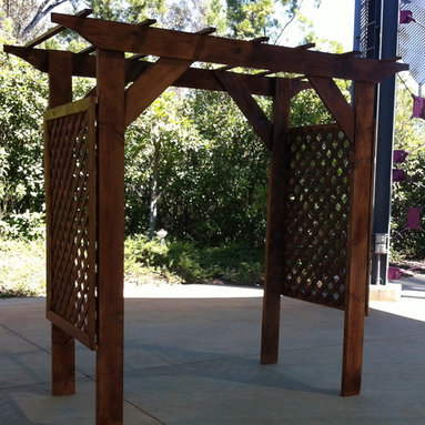 Wooden Garden Accesories - Garden arbors can add dimension and beauty to any yard or walkway.  They can designate an entrance, sitting area, or be used as a beautiful background structure for a special occasion.