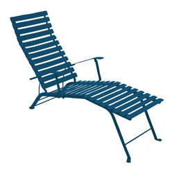 Fermob - Fermob - French Bistro Chaise Lounge - This modern outdoor lounge offers a great way to relax in any outdoor space. Perfect for eating and drinking in the sun, or just chatting with others in a comfortable environment. It comes in many beautiful colors.