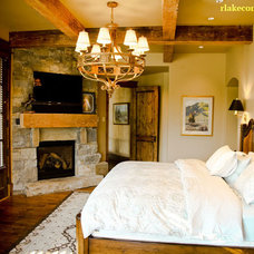 Rustic Bedroom by RLake Construction