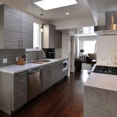 Modern Kitchen by OXBSTUDIO Architects