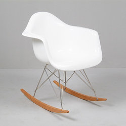Eames: Molded Rocker on Wood Base Reproduction