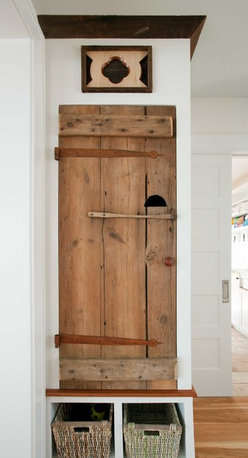 Longleaf Lumber - Reclaimed Barn Doors - Longleaf Lumber salvages barn doors from New England agricultural outbuildings.