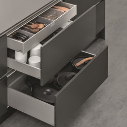 SieMatic Interior Design System - The new SieMatic drawers are perfection in both appearance and performance. Our modular and versatile aluminum interior accessories system brings intelligent solutions to organization, as well as aesthetics, to the kitchen drawer.