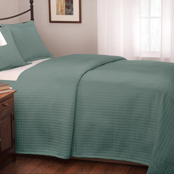 Roxbury Park - Roxbury Park Teal Quilted Queen-size Coverlet - This Roxbury Park coverlet showcases a quilted design and a lovely solid teal pattern. Constructed of cotton sateen, this coverlet is a lovely addition to any bedroom decor.