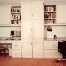 Contemporary Home Office by Malka Sabroe-JoHanson