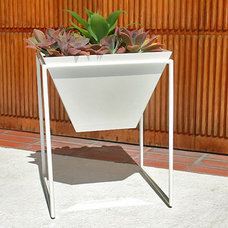 Modern Outdoor Pots And Planters by 2Modern
