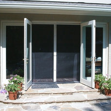 Traditional Screen Doors by Retracta Screen of the Carolinas, Inc.