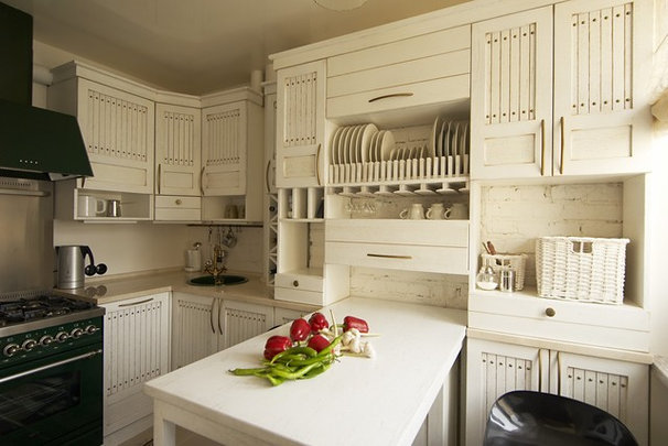 Traditional Kitchen by Irina Tatarnikova Decor